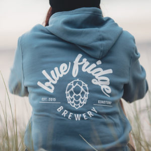 blue fridge brewery merchandise photo shoot at otama beach on the coromandel felicity jean photography